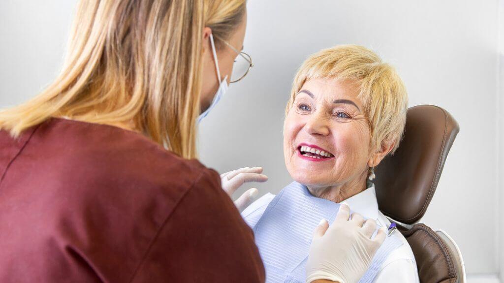 Kodėl dantų protezai – vis dar populiarus pasirinkimas?