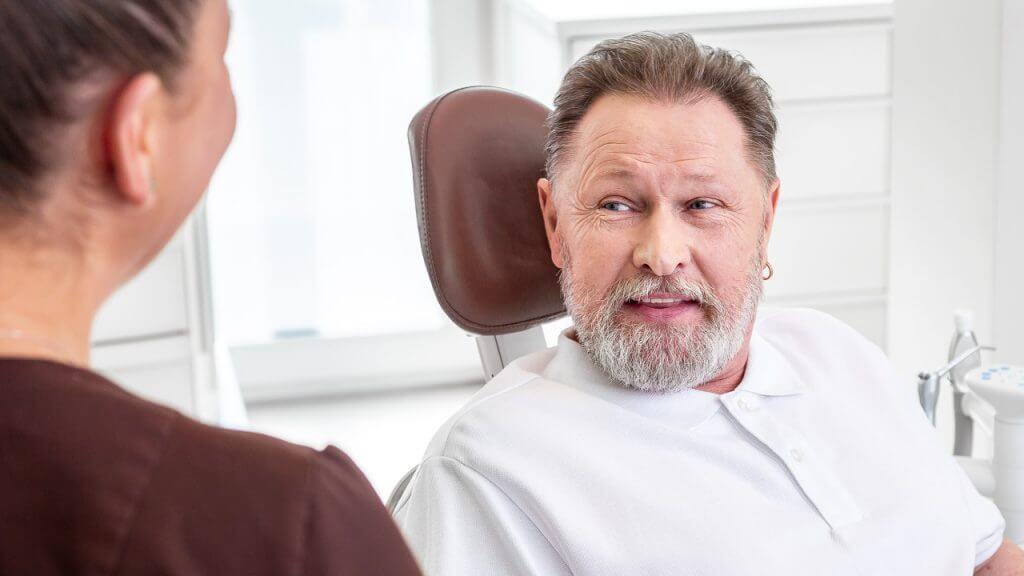 Išimami dantų protezai nemokamai: kam priklauso ir kaip gauti finansavimą?