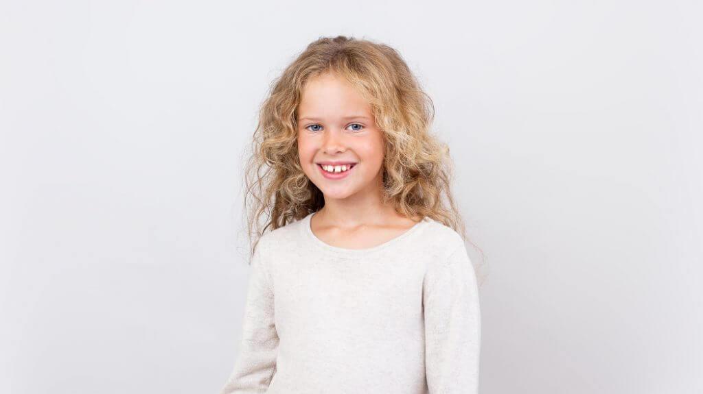 Tarpas tarp dantų (diastema) – priežastys, simptomai ir gydymas