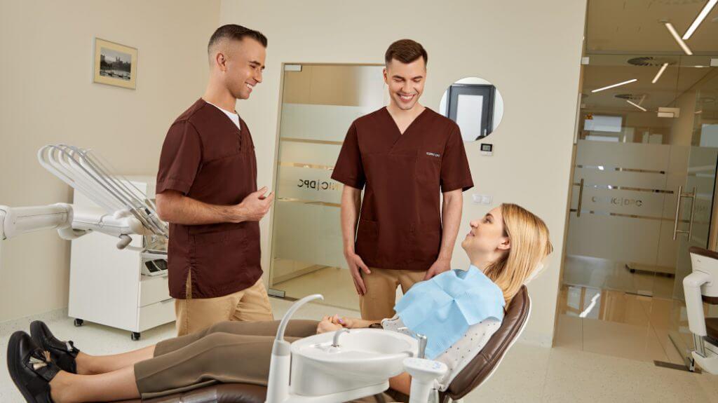 Kariesas (dantų ėduonis) – priežastys, simptomai ir gydymas