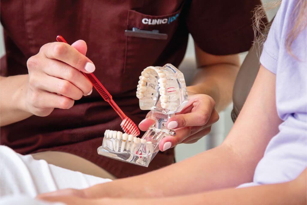Ką daryti, jei karantino metu prireikė odontologo pagalbos?